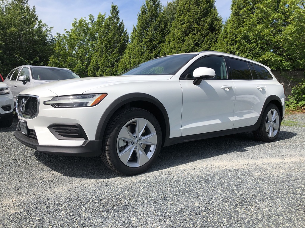 New 2019 Volvo V60 Cross Country T5 AWD Momentum