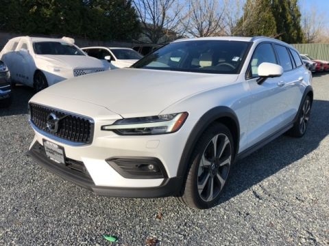 New 2019 Volvo V60 Cross Country T5 Momentum